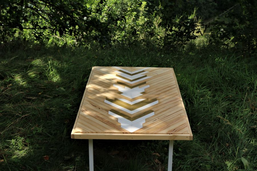 table basse en marqueterie contemporaine