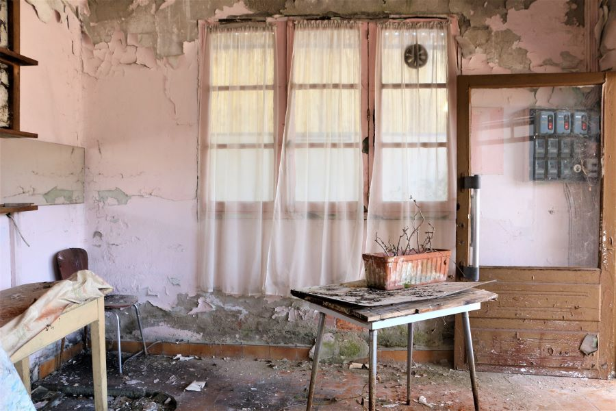 Garage abandonnée-Photographie Urbex - Aveyron